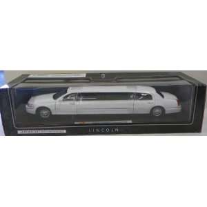 24 Scale Diecast 2003 Lincoln Limousine in Color White Toys & Games