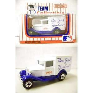 New York Yankees 1990 MLB Diecast Ford Model A Truck 1/64
